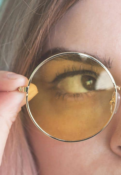 Kann man Augenringe mit einer Brille kaschieren?