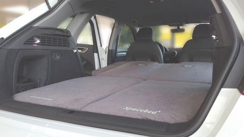 Faltbare Matratzen im Auto Schlafen